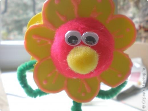 Вот такой весёлый цветочек поселился у меня на столе фото 3