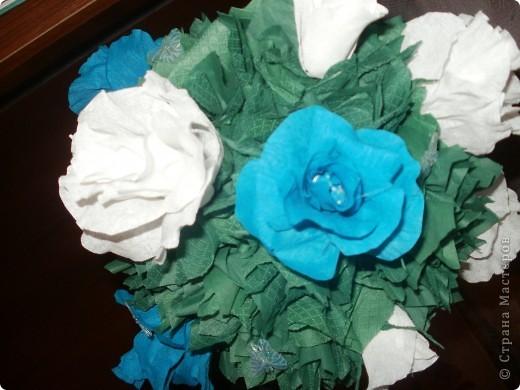Купила новую гофробумагу голубого цвета и сразу рашила сделать розовое дерево! Работа шла легко и быстро,поэтому через 6 часов результат был налицо! фото 4