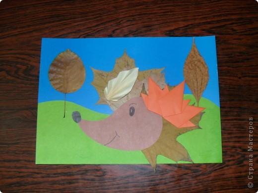 Вот такого ёжика мы с дочкой соорудили в садик. Ёжика подсмотрели у ritaolia, а листочки - у Поэмы об Оригами. Спасибо Вам!