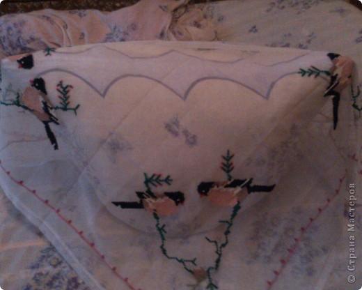 Было модно покрывать подушки-накидушками.Я себе тоже вышила такую же.Правда не всегда покрываю подушки. Представляю вам на суд такую работу. фото 2