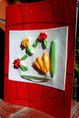 Летом мы жили на даче у бабушки. Бабушка очень любит цветы. На день рождения я вышила ей открытку с любимыми цветами. фото 1