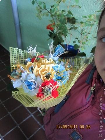 Конфетный букетик в подарок воспитателям. фото 2