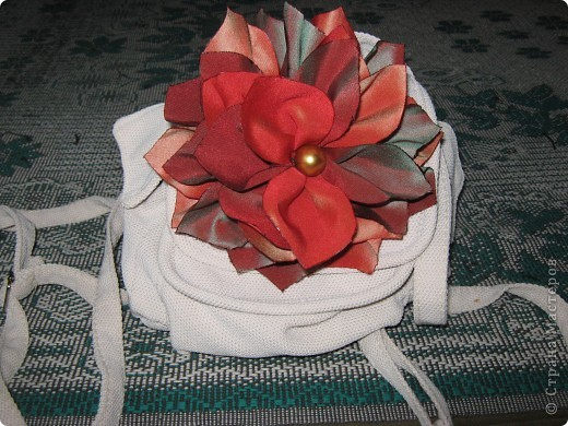 Такой цветок поселился на моем рюкзаке. фото 1