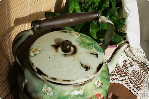 """Хочу поделится с вами чайником, который я делала для конкурса """"Федорина радость """" на я.ру Был обычный алюминиевый чайник ( утыриный с дачи вместе с прочим """"хламом"""" :) , а стал кашпо для цветов или леечкой ( еще не определилась пока ) фото 2"""