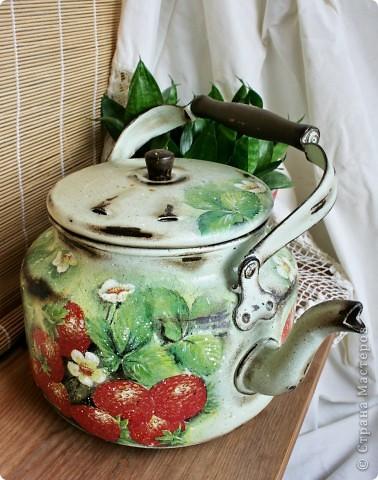 """Хочу поделится с вами чайником, который я делала для конкурса """"Федорина радость """" на я.ру Был обычный алюминиевый чайник ( утыриный с дачи вместе с прочим """"хламом"""" :) , а стал кашпо для цветов или леечкой ( еще не определилась пока ) фото 5"""