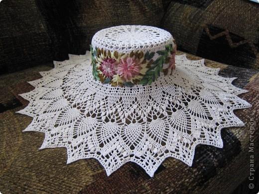 Шляпка, тулья вышита цветами из лент.  фото 2