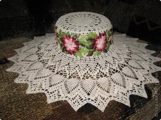 Шляпка, тулья вышита цветами из лент.  фото 1