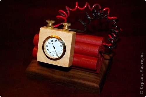 Такие симпатичные часики могут быть отличным подарком приятелю, который что-то часто стал опаздывать...