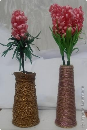 Не знаю как у Вас, а у меня теперь постоянная нехватка маленьких вазочек для поделок. Вот и пришла мне в голову идея использовать то, что уже готово пойти на выброс. МАСТЕР КЛАСС смотрите здесь http://vashschastliviydom.ru/ фото 1