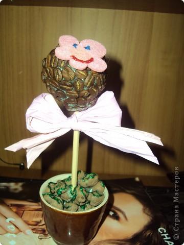 Вот ещё одно деревце для хорошего настроения))) В качестве травы выступает клей с блёстками.