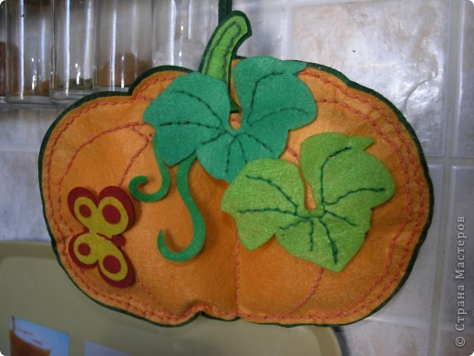 Вот такую тыкву-вазу я сделала по МК Наталии Плесак. Большое ей спасибо! На яблочки пока времени нет, поэтому пока в ней стоит букет из сухих цветов и физалиса. фото 4