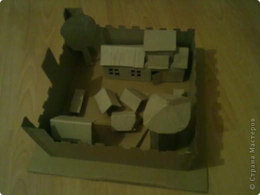 Как-то раз решил сделать что-то особенное.Думал,думал и вот,придумал!Вот такой замок,который сделан из картона. фото 3
