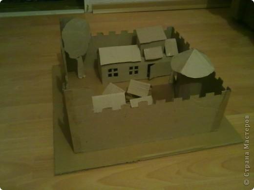 Как-то раз решил сделать что-то особенное.Думал,думал и вот,придумал!Вот такой замок,который сделан из картона. фото 4