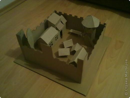 Как-то раз решил сделать что-то особенное.Думал,думал и вот,придумал!Вот такой замок,который сделан из картона. фото 5