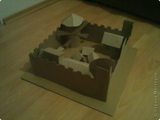 Как-то раз решил сделать что-то особенное.Думал,думал и вот,придумал!Вот такой замок,который сделан из картона. фото 7