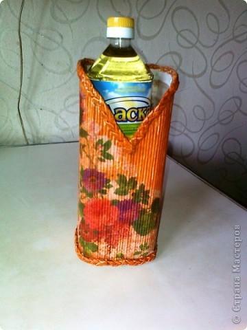 Просто коробочка, обклеенная журнальными трубочками ярких цветов. В ней можно хранить открытки, документы и т.д. А можно в качестве подарка, а внутрь положить что-нибудь (конфеты, игрушки, фломастеры...) фото 5