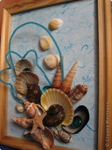 Летом отдыхали на море и привезли очень много разных красивых ракушек. И вот руки дошли до этого богатства, решили сделать вот такую красоту.  фото 3