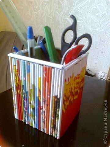 Просто коробочка, обклеенная журнальными трубочками ярких цветов. В ней можно хранить открытки, документы и т.д. А можно в качестве подарка, а внутрь положить что-нибудь (конфеты, игрушки, фломастеры...) фото 8