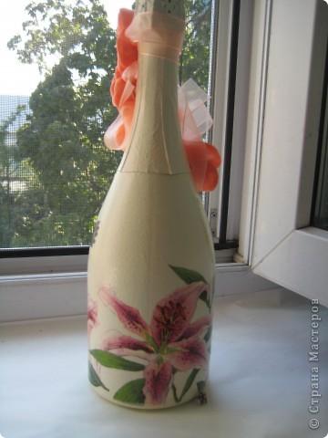 Свадебная бутылка, выполнена на заказ в технике декупаж и лепка из холодного фарфора фото 3