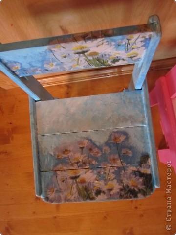 """Всем доброе утро. Начинаю летний отчет. У каждого на даче наверное есть разрозненные, """"пожившие"""" стулья, столы, табуретки. Поллета у меня ушло на реставрацию подобных обьектов.  фото 9"""