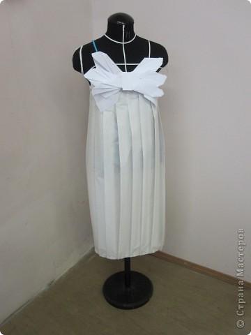 Вот такое фантазийное платье получилось из обычной кальки и бумаги . фото 1