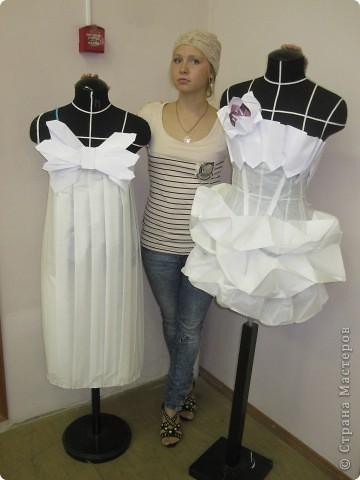 Вот такое фантазийное платье получилось из обычной кальки и бумаги . фото 2