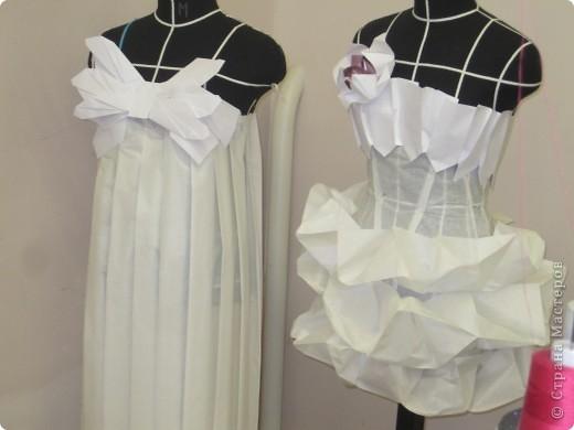 Вот такое фантазийное платье получилось из обычной кальки и бумаги . фото 3