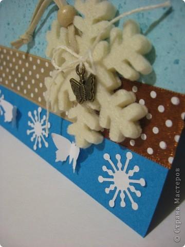 Снежинка-бабочка.  Осенне-зимняя.  Это когда первые снежинки падают на темную заснувшую землю, а последние бабочки бьются в оконное, уже замерзшее  стекло. Это ещё одна работа по палитре бело-сине-коричневый http://homyachok-scrap-challenge.blogspot.com/2011/09/4.html фото 2