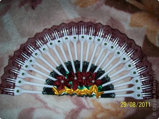 Веер из одноразовых вилок с элементами цумами канзаши