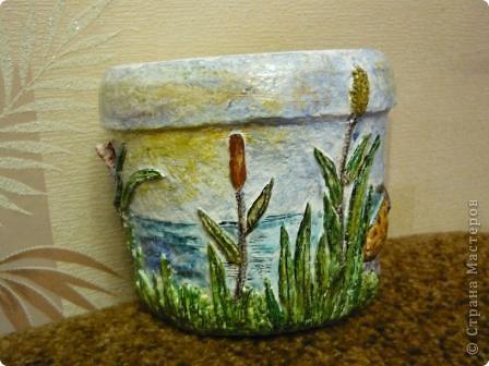 С помощью моей любимой массы папье - маше(бумажно - клеевой) и акварельных красок, ведёрко из - под майонеза превратилось в кашпо для цветов. фото 6