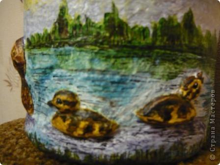 С помощью моей любимой массы папье - маше(бумажно - клеевой) и акварельных красок, ведёрко из - под майонеза превратилось в кашпо для цветов. фото 8