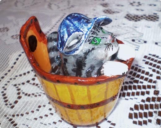 Мышиная семья: мышь-папа, мышка-мама и маленький сынок.  Все игрушки вылеплены из глины, твердеющей на воздухе. Вдохновителем на все поделки, выставленные здесь, был мышь-папа. Его мне подарили  к году мыши, т.е. давно. (До сих пор не выкладывала их в своем блоге!) Подарок так мне понравился, что по его подобию я начала лепить другие игрушки. Сначала  мышек во всех видах. Потом появились женские фигуры.  фото 5