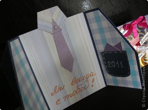 Идею этой открытки я почепнула у Оли Ya-Yalo http://stranamasterov.ru/node/222930?c=favorite . Большое спасибо ей за её творчество! А вот сам пиджачок я подсмотрела у Юлии Саранцевой http://stranamasterov.ru/node/100443?c=favorite . Не смогла выбрать между понравившимися вариантами и просто их соединила. фото 3