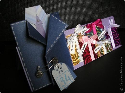 Идею этой открытки я почепнула у Оли Ya-Yalo http://stranamasterov.ru/node/222930?c=favorite . Большое спасибо ей за её творчество! А вот сам пиджачок я подсмотрела у Юлии Саранцевой http://stranamasterov.ru/node/100443?c=favorite . Не смогла выбрать между понравившимися вариантами и просто их соединила. фото 6
