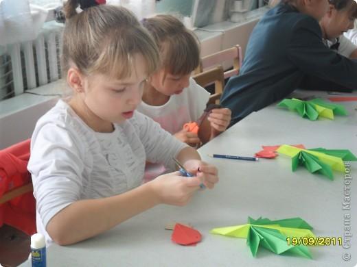 Детки делают кленовые листики. фото 3