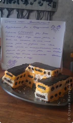 вот такой тортик  в виде детского садика мы с подругой испекли нашим воспитателям. постарались достоверно изобразить.говорят - вкусный