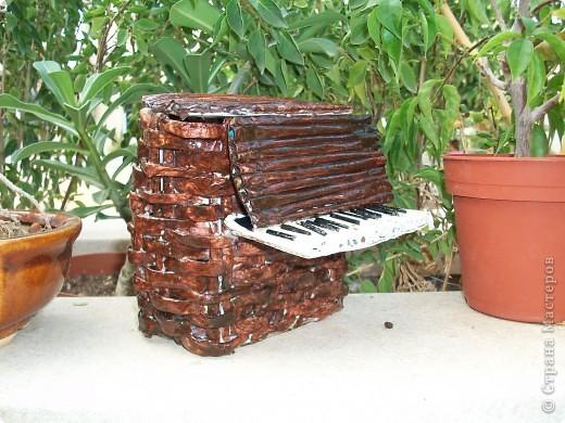 пианино(шкатулка)делала по етому МК http://stranamasterov.ru/node/236285 долго думала что сделать в подарок своей кумушке и  решила что шкатулка будет очень полезна фото 1