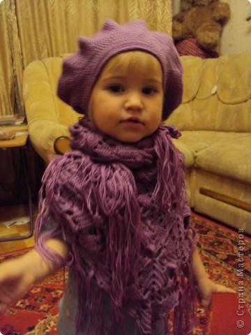 вязала себе беретик на осень и косынку, но дочка очень любит натягивать все на себя фото 1