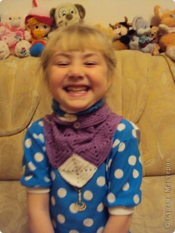 вязала себе беретик на осень и косынку, но дочка очень любит натягивать все на себя фото 2