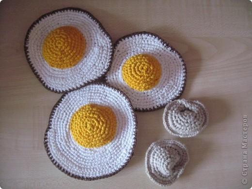 Вязанная еда( яичница и пельмени)