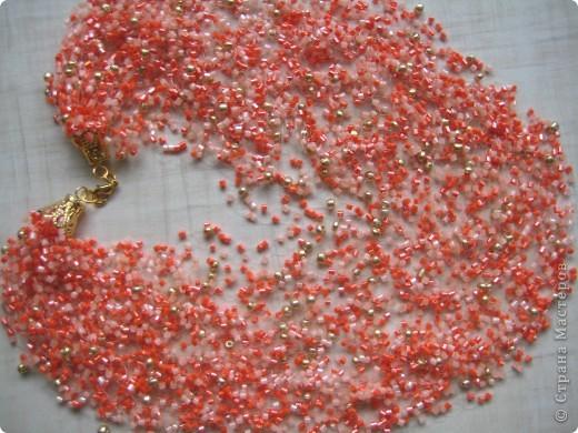 Воздушное колье. Бисер-рубка коралловый, 2 оттенка (Чехия), круглый бисер золотого цвета (Япония) фото 1