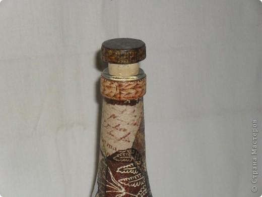 Тарелки сделаны в технике ОБРАТНЫЙ ДЕКУПАЖ, бутылка - ПРЯМОЙ ДЕКУПАЖ. Прикупила недавно круглых белых салфеточек, теперь экспериментирую с ними. Удался ли эксперимент - решать вам!  фото 24