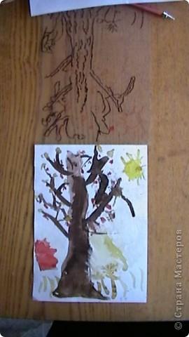 """"""" Пчёлка Майя собирает в ведёрко мёд"""" Это рисунок моей племяшки - Настеньки (6 лет). Обычный рисунок вставили  в прозрачный уголок (папка для бумаг), поверху Настя обвела контур маркером для СД дисков. Рисунок ожил, стал действительно объёмным. фото 3"""