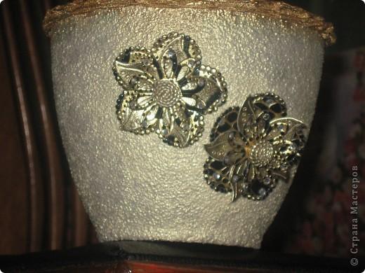 манка на клей ПВА в три слоя,покрыла губкой жемчужной краской,вскрыла яхтным лаком,ободок из резинки для волос,тоже покрашенный строительным порошком. фото 3