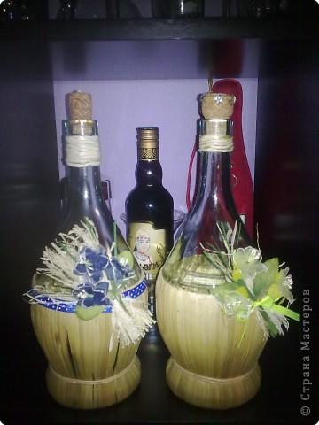 Это в качестве идеи. Вот так пустые бутылки могут превратиться в кувшины, которые не стыдно на стол поставить))) фото 1