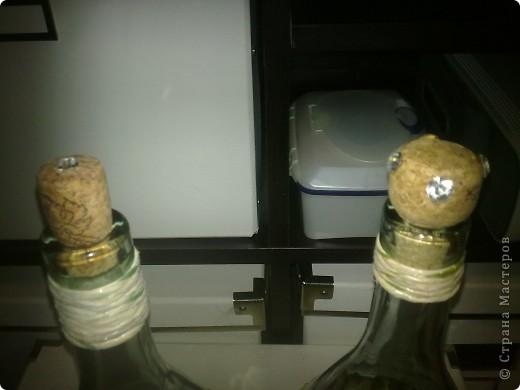 Это в качестве идеи. Вот так пустые бутылки могут превратиться в кувшины, которые не стыдно на стол поставить))) фото 2