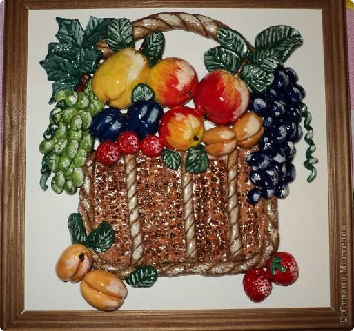 Насмотревшись работы мастеров, хочется тоже попробовать сделать такую красоту. Очень люблю лепить фрукты и цветы. Фрукты в корзине с клубникой. фото 1
