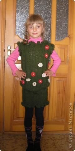Чтоб зимой было тепло, связала дочке костюмчик. Жилет и юбка. фото 1