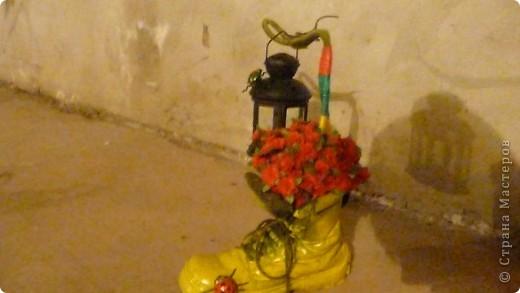 старый ботинок мужа, исскуственные цветы, детские игрушки, магниты на холодильник, икеевский фонарик и свеча в нём фото 1