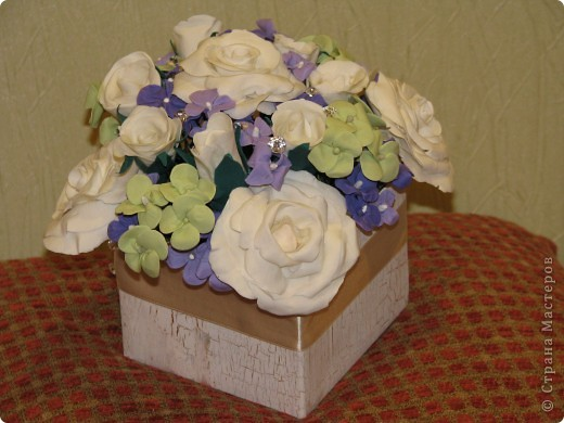 Вот такой интерьерный букетик получился у меня *) собран в обычную коробочку декорирован красками и кракелем*) фото 1